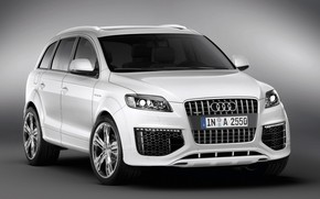 Audi Q7 Coastline front and side wallpaper