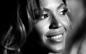 Beyonce Black and White wallpaper