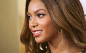 Beyonce Knowles beautiful wallpaper