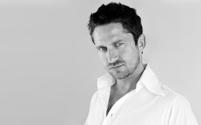 Gerard Butler Black and White wallpaper