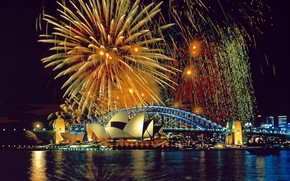Fireworks Over the Sydney Opera House and Harbor Bridge wallpaper