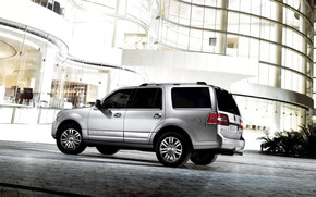 White Lincoln Navigator 2011 wallpaper