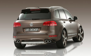 Volkswagen Touareg Rear Angle wallpaper