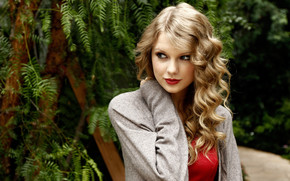 Smiling Taylor Swift Actress wallpaper