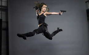 Summer Glau With Guns wallpaper
