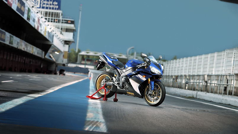 Yamaha YZF-R1 wallpaper