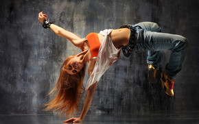 Girl Breakdancing wallpaper