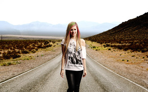 Avril Lavigne Walking wallpaper