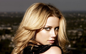 Amber Heard Look wallpaper
