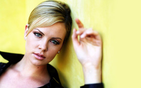 Charlize Theron Eyes wallpaper