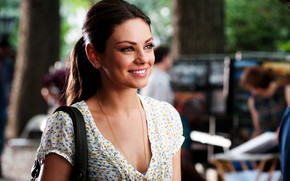 Mila Kunis Smile wallpaper