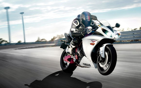 Yamaha R1 On Track wallpaper