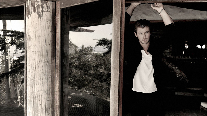 Chris Hemsworth Sepia wallpaper