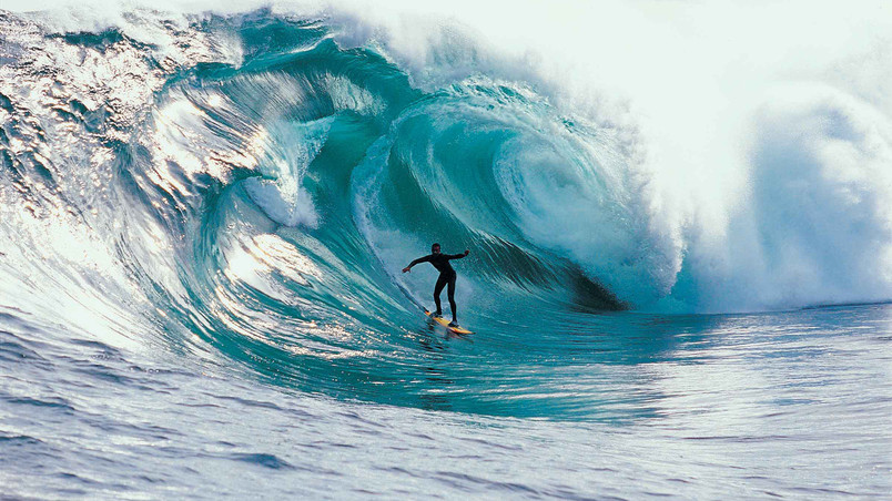 Extreme Ocean Surfing wallpaper