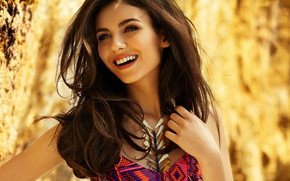 Pretty Victoria Justice wallpaper