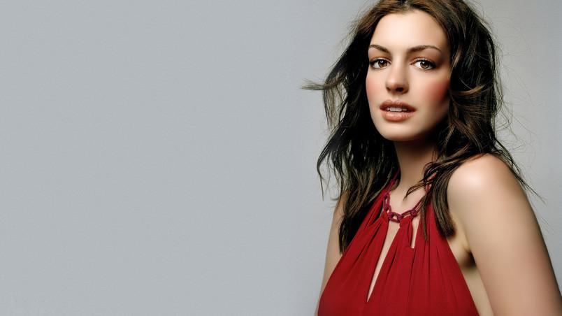 Gorgeous Anne Hathaway Hd Wallpaper Wallpaperfx