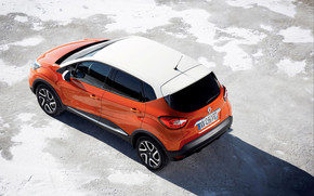 Orange Renault Captur wallpaper
