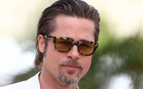 Brad Pitt with Glasses wallpaper