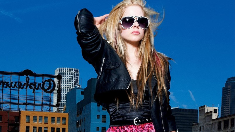 Avril Lavigne Summer Look wallpaper
