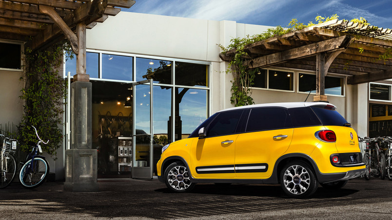 Yellow Fiat 500L wallpaper