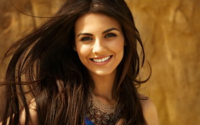 Cute Smile of Victoria Justice wallpaper
