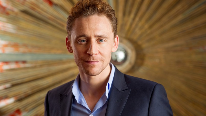 Tom Hiddleston Look wallpaper