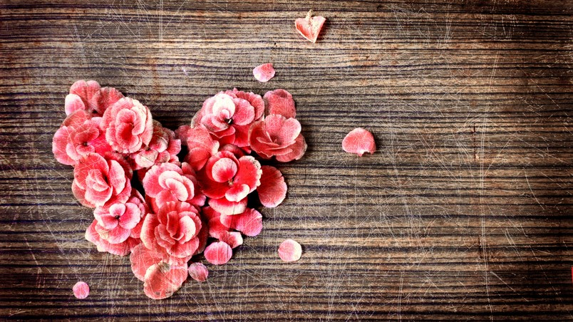 Rose Petals Heart Wallpaper