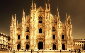 Cathedral in Milan wallpaper