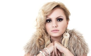 Beautiful Alexandra Stan Look wallpaper