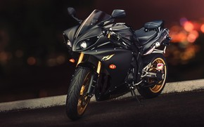 Black Yamaha YZF-R1 wallpaper