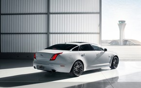 White Jaguar XJ wallpaper
