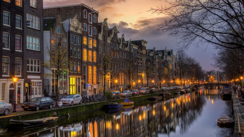 Night in Amsterdam wallpaper