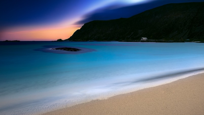 Turquoise Night wallpaper