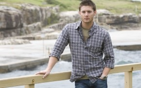 Jensen Ackles Look wallpaper