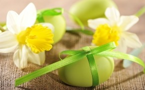 Daffodils and Easter Eggs  wallpaper