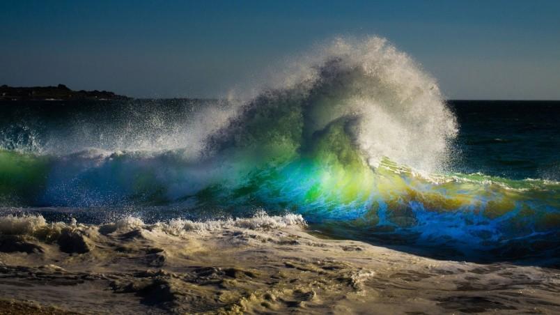 Beach Waves HD Wallpaper