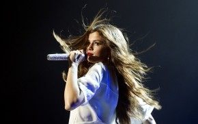 Selena Gomez Performing wallpaper