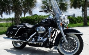 Black Harley Davidson Road King wallpaper