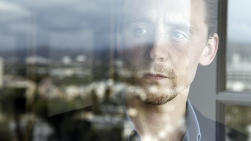 Tom Hiddleston Hd Wallpaper Wallpaperfx