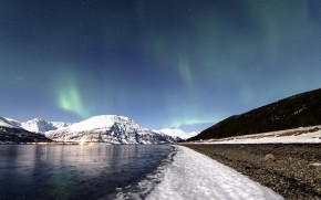 Lyngen Lights wallpaper