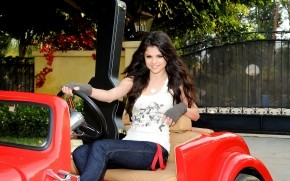 Selena Gomez mini Car wallpaper