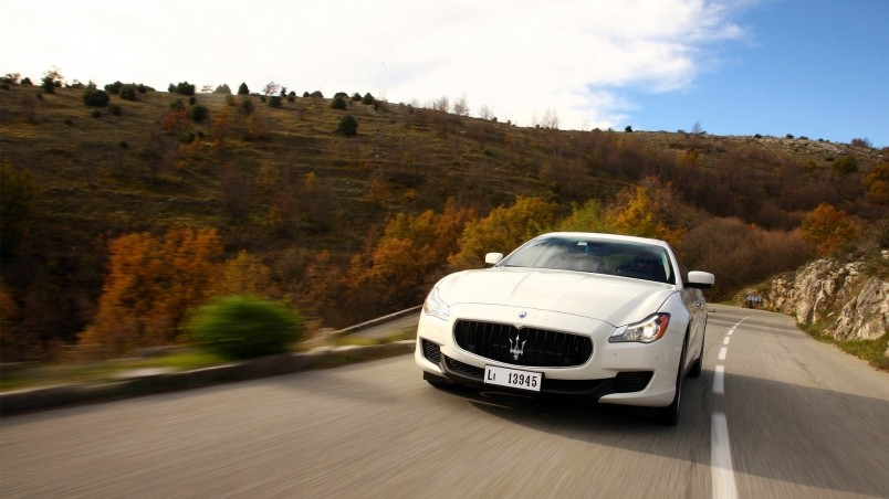 White Maserati Quattroporte  wallpaper
