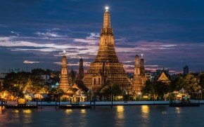 Wat Arun at Night wallpaper