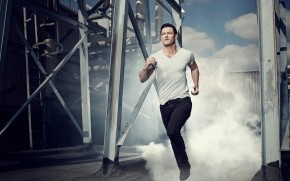 Luke Evans Running wallpaper