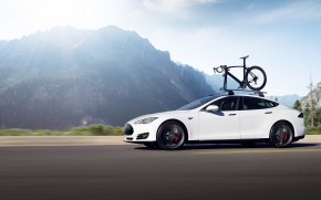 White Tesla Model S Dual Motor wallpaper