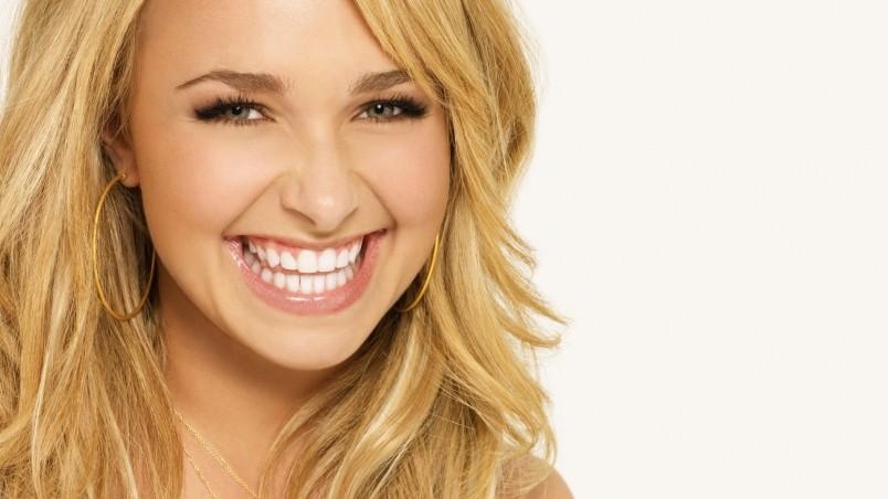 Beautiful Smile Wallpaper: Hayden Panettiere Beautiful Smile HD Wallpaper