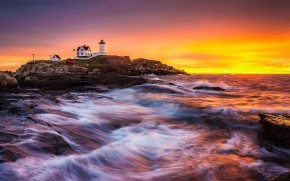 Lighthouse on Rocks wallpaper