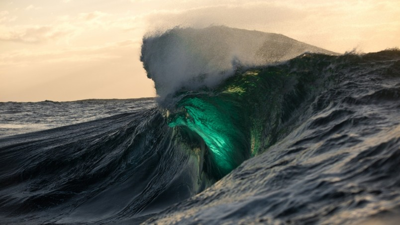 Amazing Green Wave wallpaper