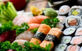 Appetizing Sushi Rolls wallpaper