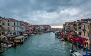 Cloudy Day in Venice wallpaper